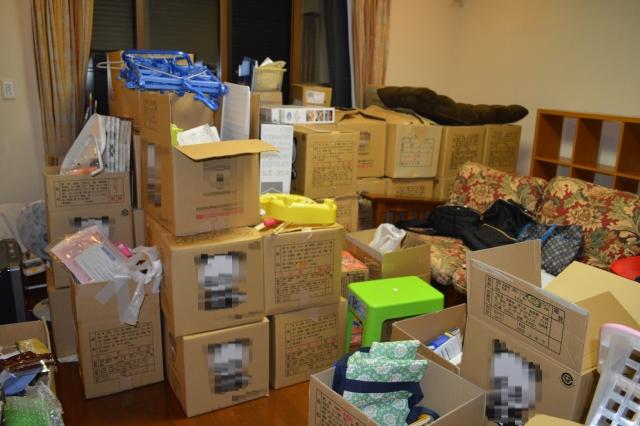 引っ越しの荷詰め作業